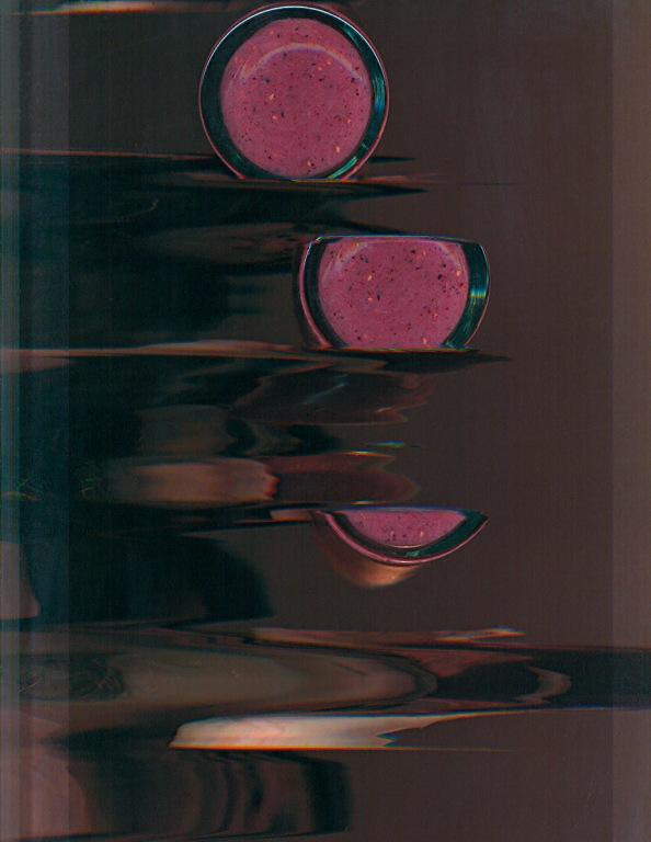08_LéaLacroix_Drinking_17x22